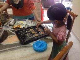 Si anak buah yang nakkan biskut jadi colorful..Layan kan jekkk :)
